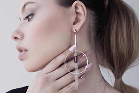 Дизайнерские украшения – моносерьги: 8 советов, как носить модную бижутерию от Марины Паскуаль
