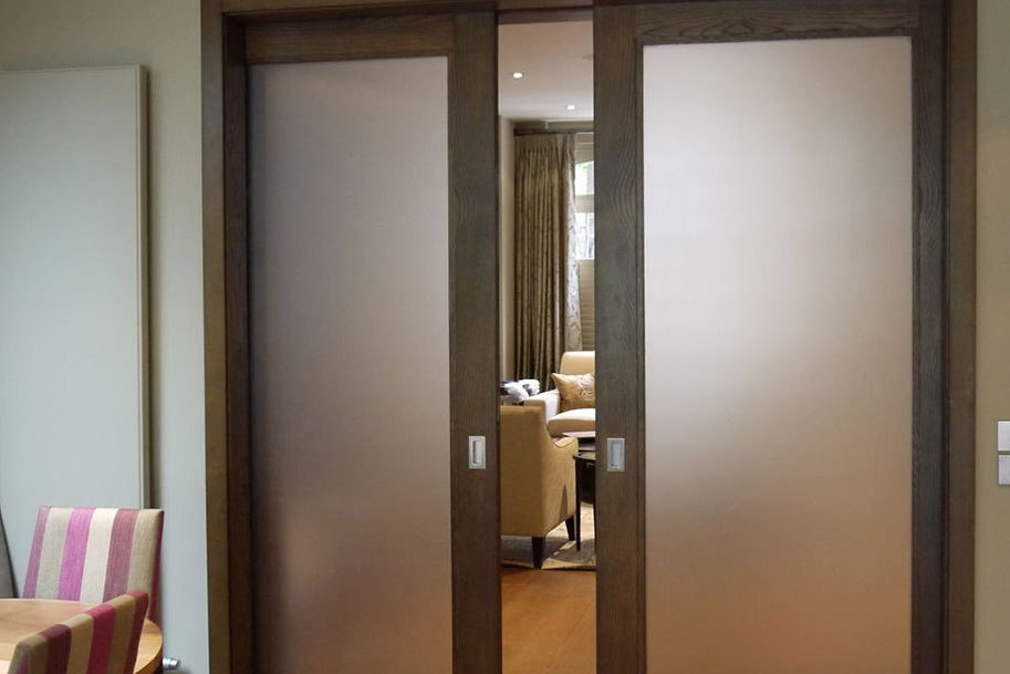 Как выбрать двустворчатые стеклянные двери