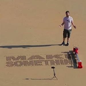 Робота научили создавать печатные конструкции из песка