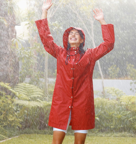 Дождевики и бахилы