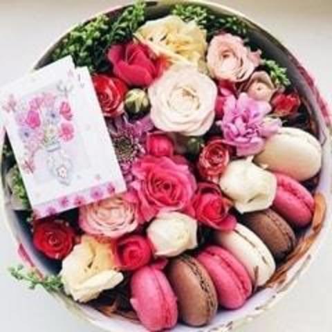 Цветы, подарки, сладости