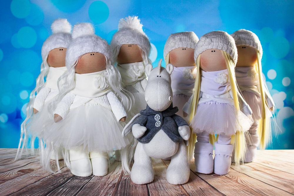 Ляльки та іграшки