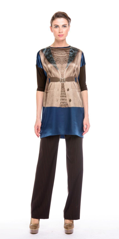 Блуза Г574-172 - Удлиненная блуза-туника со спущенной линией плеча и трикотажным рукавом 3/4.  Принт на передней полочке невероятно стройнит фигуру, подчеркивая линию талии
