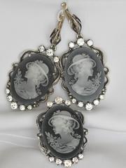 Камея в шляпке (кольцо + серьги из серебра)
