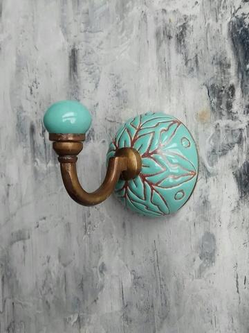 Крючок керамический цвета морской волны с цветочным орнаментом