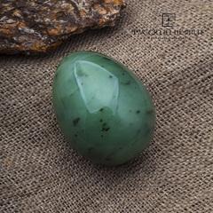 Яйцо из светло-зеленого нефрита
