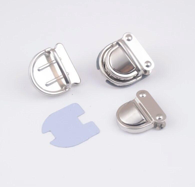 Застежки Портфельный замок маленький (серебро) для вязаных клапанов wXscG7MrBAk.jpg