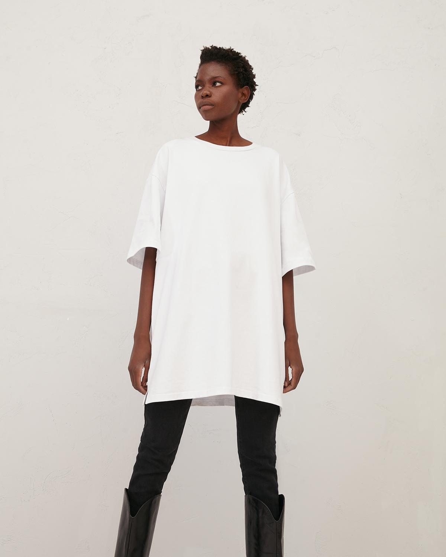 Платье-футболка из хлопка белого цвета фото