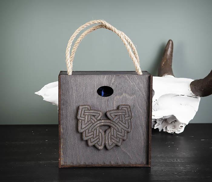 BOX217-1 Большая подарочная коробка с логотипом Бороды (17*17*10 см)