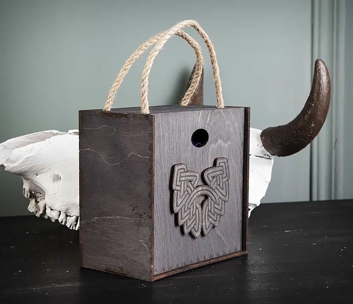 BOX217-1 Большая подарочная коробка с логотипом Бороды (17*17*10 см) фото 02