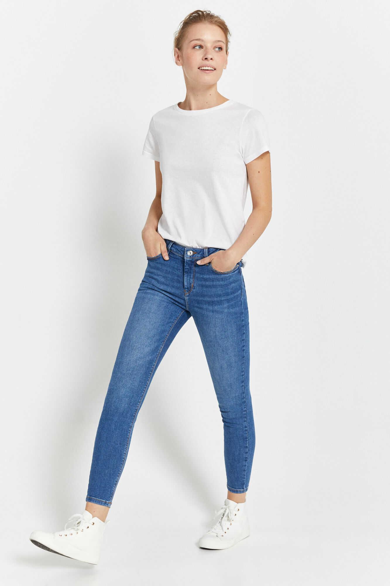 Укороченные джинсы узкого кроя