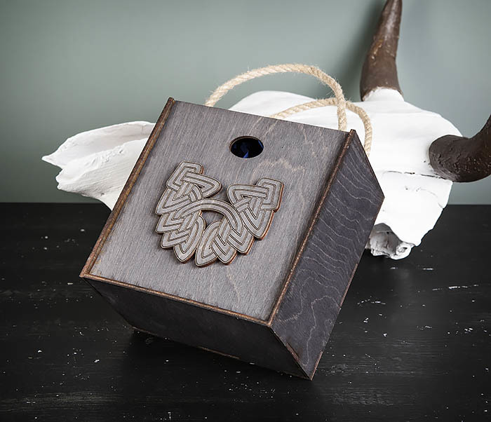 BOX217-1 Большая подарочная коробка с логотипом Бороды (17*17*10 см) фото 03