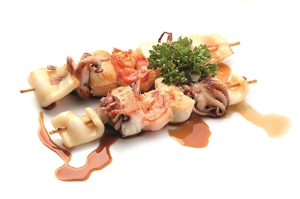 Морепродукты на шпажках с соусом Терияки