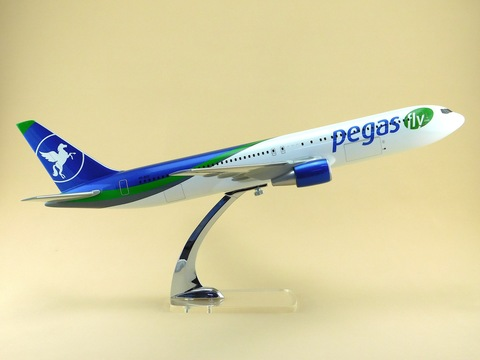 Модель самолета Boeing 767-300 (М1:100, Пегас белосиний)