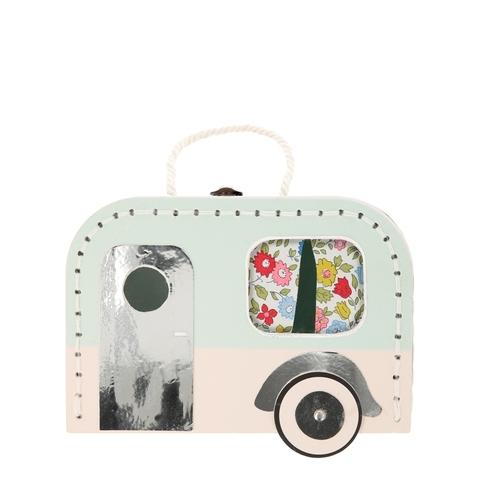 Куколка в чемодане
