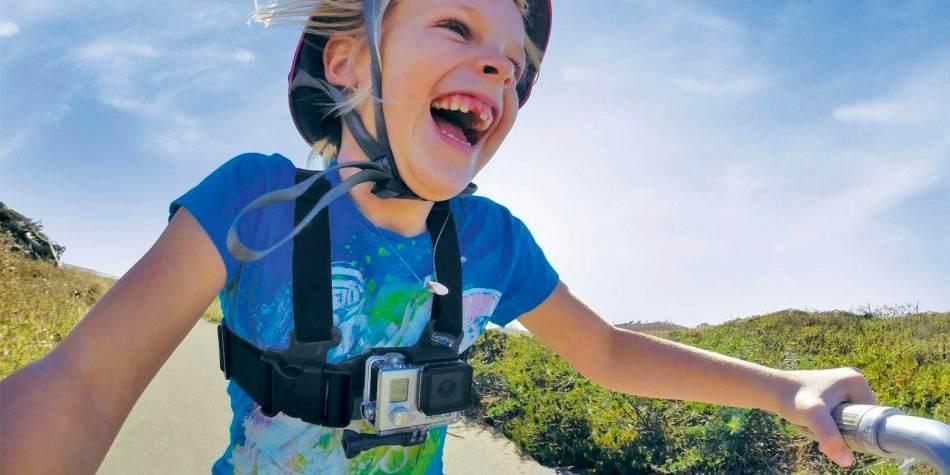 Детское крепление на грудь GoPro Jr. Chesty: Chest Harness (ACHMJ-301) на ребенке