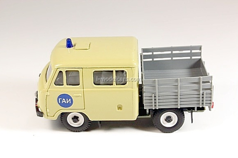 UAZ-39094 Farmer GAI Police beige-gray Agat Mossar Tantal 1:43