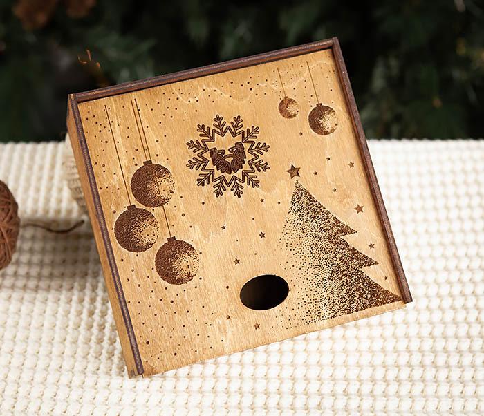 BOX203-2 Фирменная новогодняя коробка из дерева (17*17*7 см) фото 02