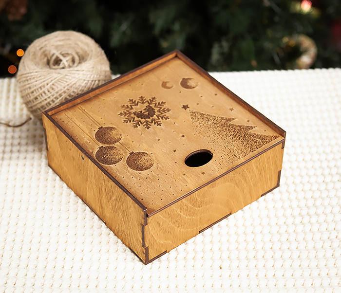 BOX203-2 Фирменная новогодняя коробка из дерева (17*17*7 см) фото 03