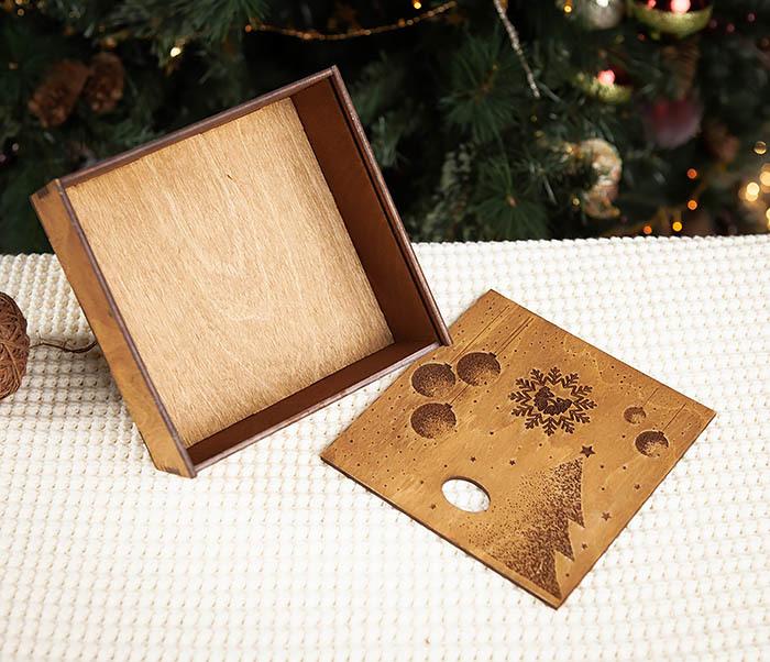BOX203-2 Фирменная новогодняя коробка из дерева (17*17*7 см) фото 05