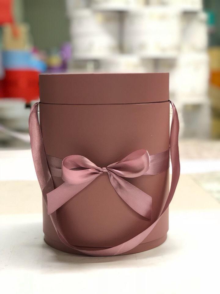 Шляпная коробка D 16 см .Цвет: Кофейный  . Розница 400 рублей.