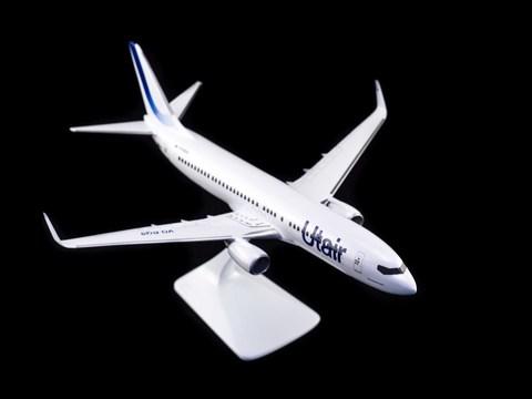 Модель самолета Boeing 737-800 (М1:100 UTair 2018)