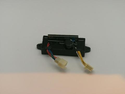 Блок AVR DDE 2kW DW190AE (2колодки на 6 и 4 провода) унив. (029030610301)