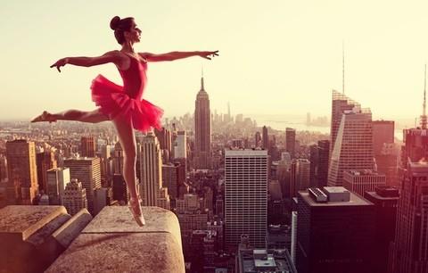 Алмазная Мозаика 40x50 Балерина выступает на крыше