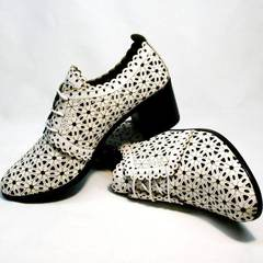 Красивые туфли босоножки со шнуровкой на толстом каблуке Arella 426-33 White.