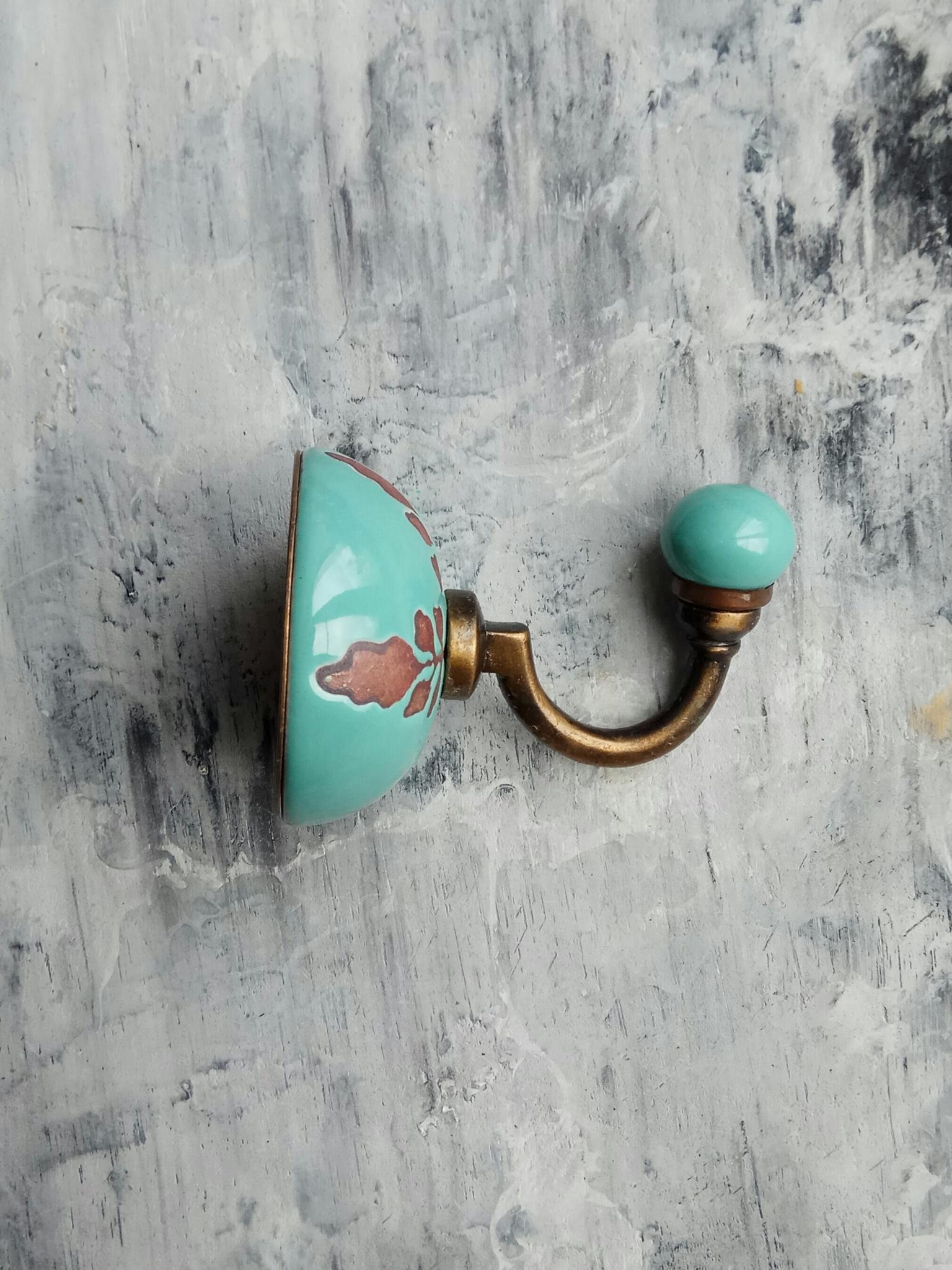 Крючок керамический цвета морской волны с орнаментом