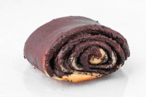 Булочка с маком в темном шоколаде Пекарня Дон Батон 0,1шт