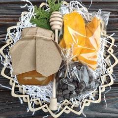 Подарочная корзина манго, шоколад, мед разнотравье, 420 гр.