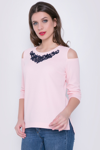 <p>Нежная блузка для утонченной особы. Отличный вариант для романтического свидания.</p>