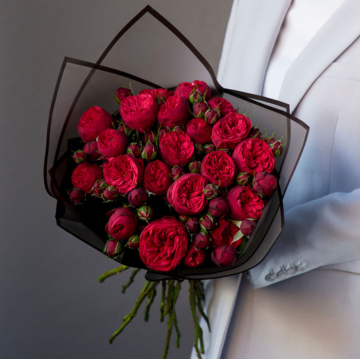 Купить букет 21 кустовая пионовидная красная роза Ред Пиано в Перми