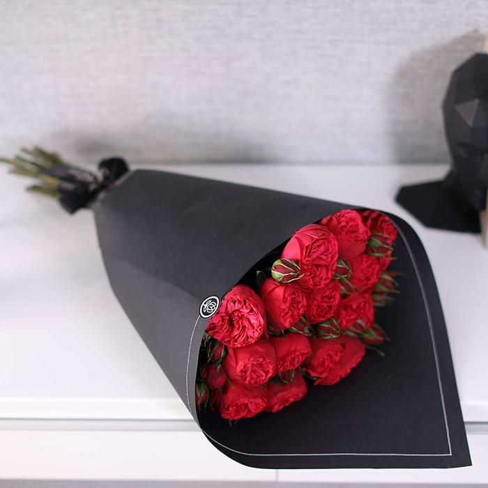 Купить букет 15 кустовая пионовидная красная роза Ред Пиано в Перми