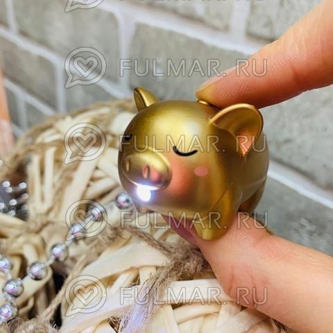 Брелок Свинка-фонарик светящаяся и хрюкающая (4.5х3х3 см) Золотистая