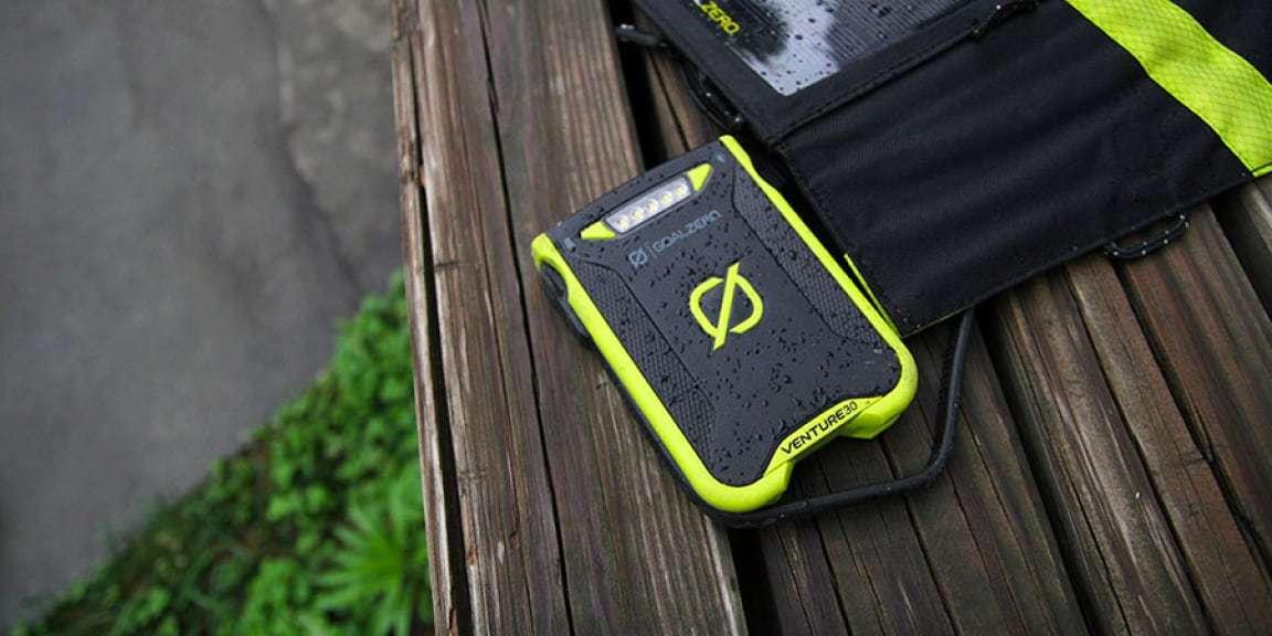 Зарадный комплект Goal Zero Venture 30 Solar Kit (с Nomad 7+) на природе