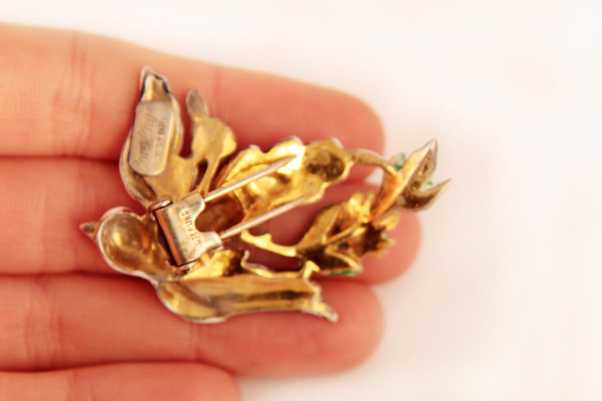 Красивая серебряная брошь с эмалью от Corocraft