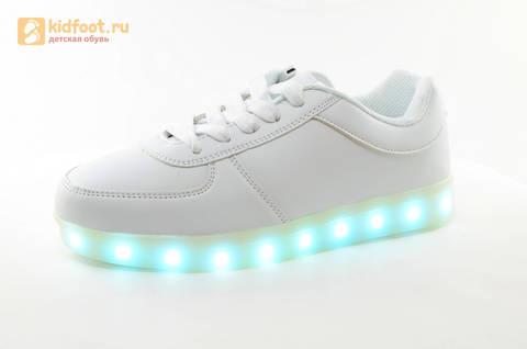 Светящиеся кроссовки с USB зарядкой Fashion (Фэшн) на шнурках, цвет белый, светится вся подошва. Изображение 6 из 29.