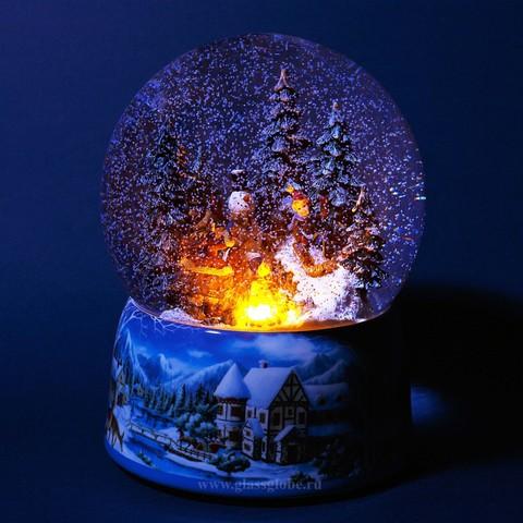 Стеклянный шар со снегом внутри