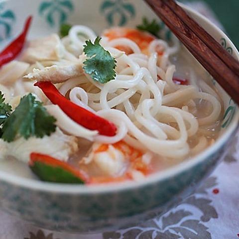 https://static-ru.insales.ru/images/products/1/1249/67151073/tom_kha_noodles.jpg