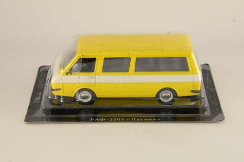 RAF-2203 Latvia yellow-white 1:43 DeAgostini Auto Legends USSR #26