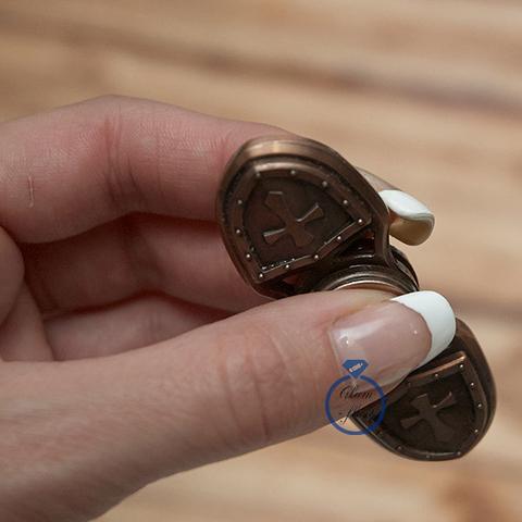 Спиннер из металла с символикой ордена тамплиеров двухлучевой цвет бронза 17017M