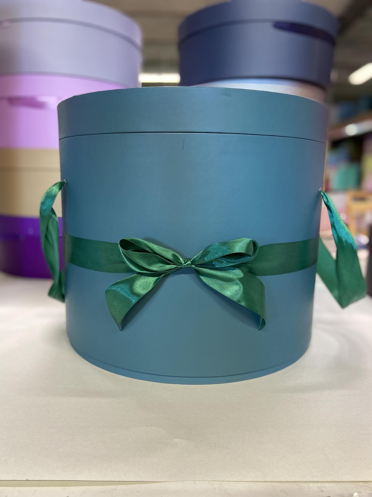 Шляпная коробка 40 см Цвет: Темно зеленый   . Розница 950 рублей .