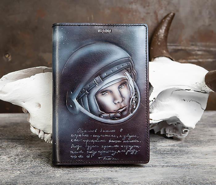 BC202 Подарочный кожаный ежедневник «Гагарин» с художественным раскрасом (A5) фото 02