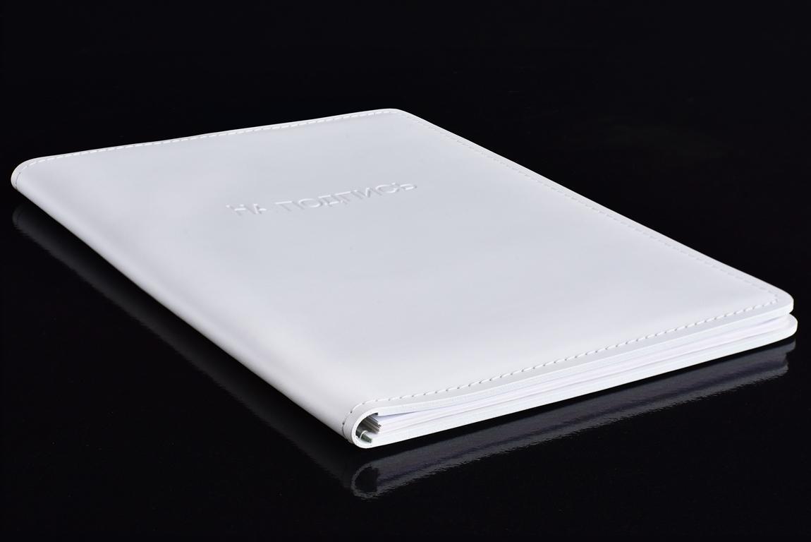 белая папка из кожи на подпись фото