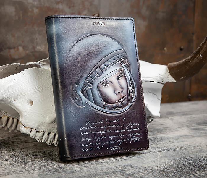 BC202 Подарочный кожаный ежедневник «Гагарин» с художественным раскрасом (A5) фото 03