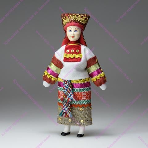 Кукла в мордовском костюме по мотивам кукол из коллекции А.Н.Бенуа