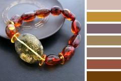 подходящие цвета одежды для янтарного браслета