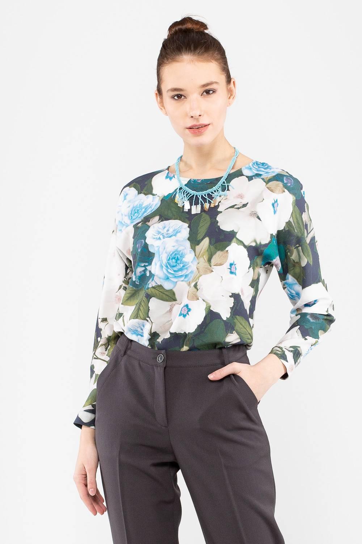 Блуза Г682-582 - Блуза с крупным цветочным принтом выполнена из натуральной ткани, приятной к телу. Модель полуприлегающего силуэта, круглый вырез горловины закрывает декольте. Модель прекрасно миксуется с любым однотонным низом, позволяет создавать множество стильных образов.